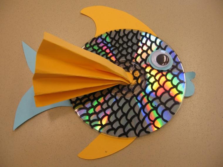 riutilizzo-creativo-cd-trasformato-pesce-palla-pinne-branchie-gialle-coda-bianca