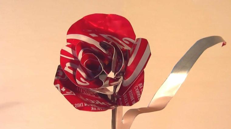 riutilizzo-creativo-fai-da-te-rosa-foglia-gambo-lattina-coca-cola