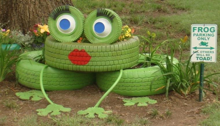 riutilizzo-creativo-pneumatici-vecchi-colorati-verde-bocca-occhi-dipinti-zampe-rana