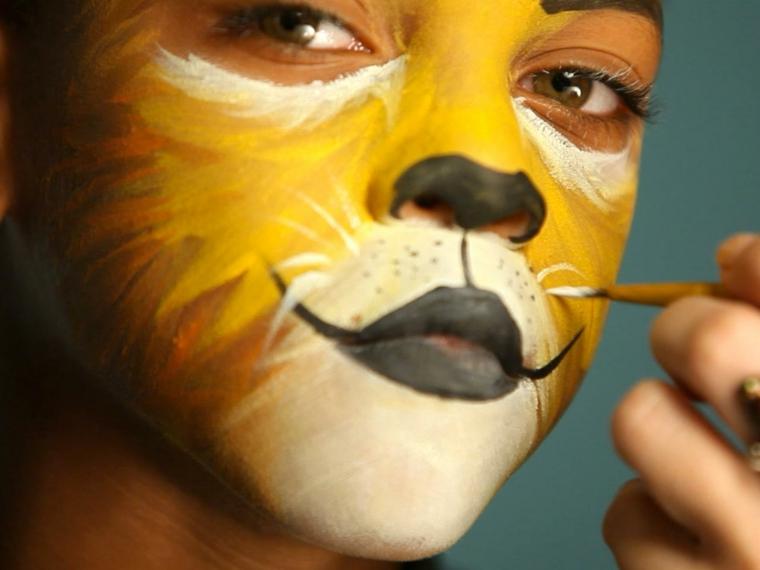 trucchi-halloween-bambino-body-painting-colori-viso-giallo-bianco-pennello