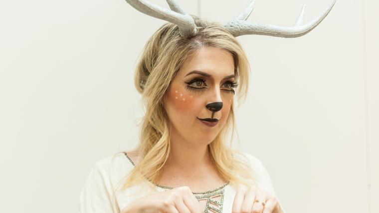 trucco-donna-halloween-blush-marrone-punti-bianchi-smokey-nero-occhi-decorazione-capelli