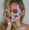 trucco-halloween-stelle-luminose-scheletro-testa-sfumature-occhio-colori-viola-rosa
