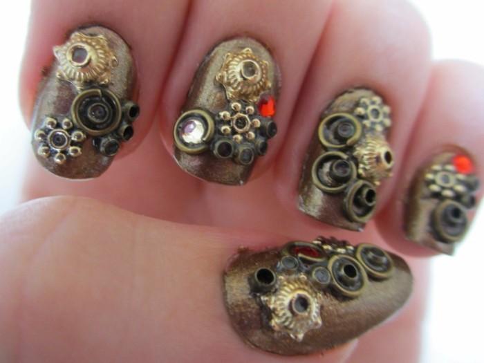 unghie-brillantini-pietre-dorate-forme-diverse-fiori-smalto-color-oro
