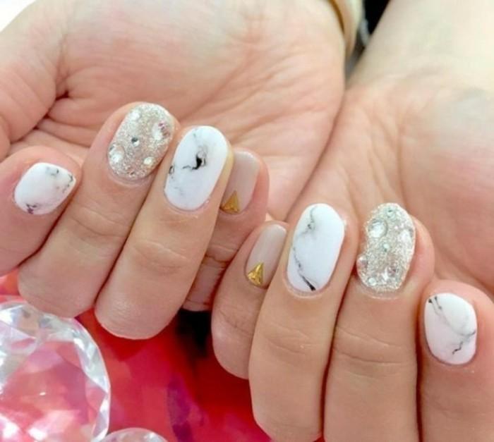 unghie-decorate-brillantini-argento-oro-smalto-effetto-marmo-sfumature-nere