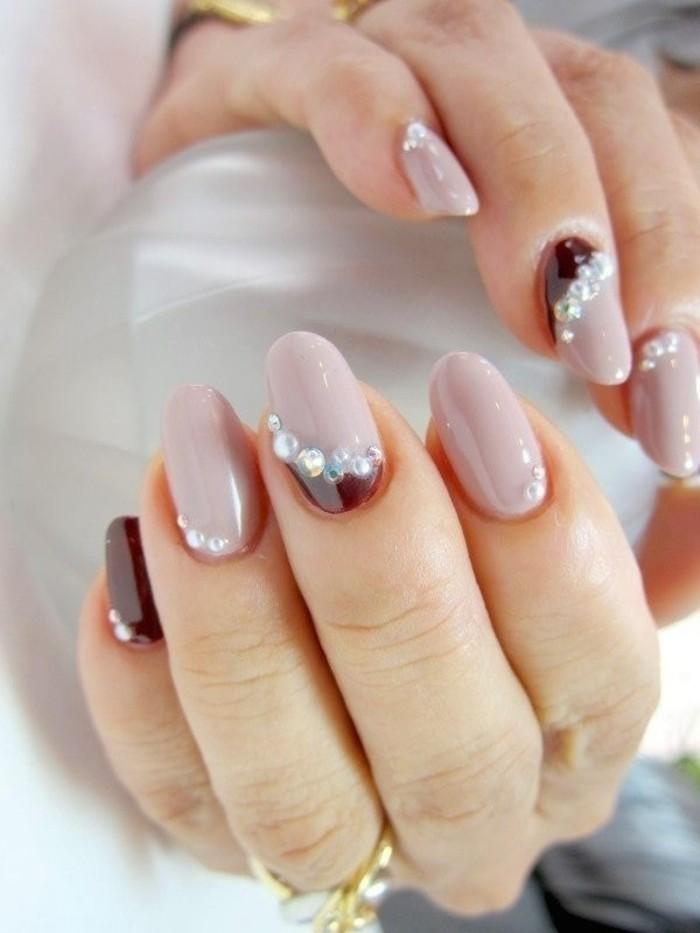 unghie-particolari-nail-art-brillantini-contorno-cuticola-smalto-grigio-chiaro-nero