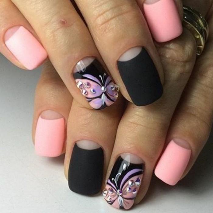 unghie-particolari-nail-art-brillantini-interno-farfalla-decora-anulare-smalto-rosa-nero-opachi