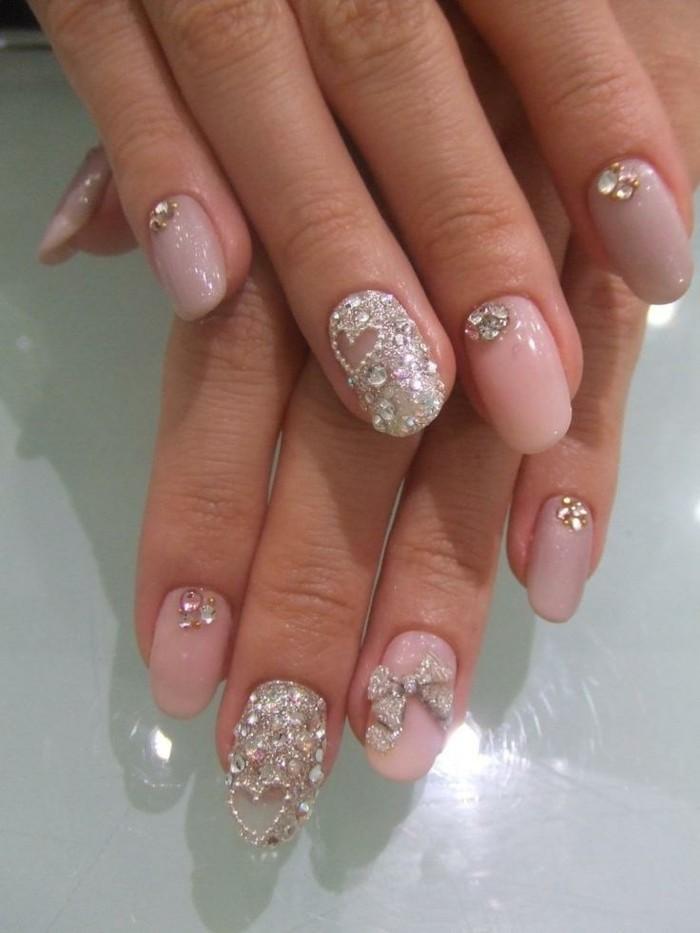unghie-particolari-nail-art-grandi-brillantini-alto-anulare-medio-decorato-cuore-fiocco-smalto-rosa-chiaro