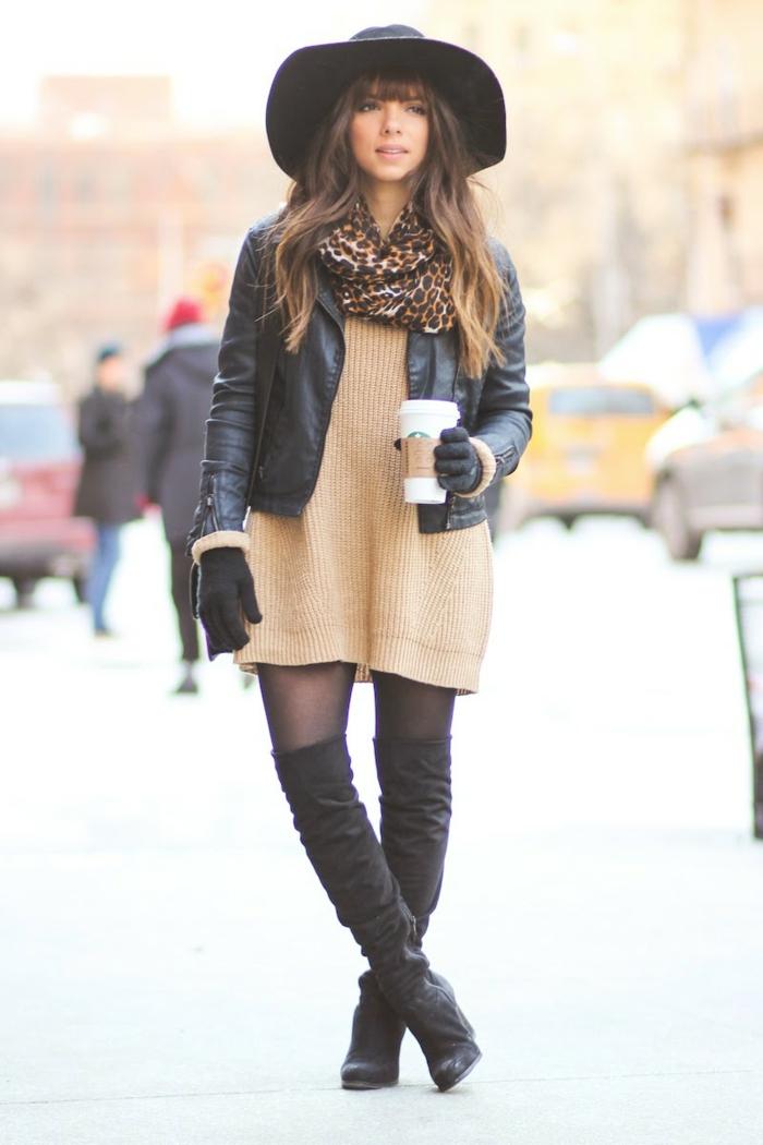 vestirsi-casual-donna-stivali-alti-tunica-lana-giacca-pelle-guanti-cappello-nero-tesa-larga