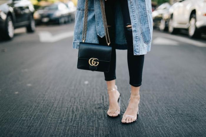 abbigliamento-casual-chic-pantalone-nero-borsa-gucci-giacca-jeans-lunga
