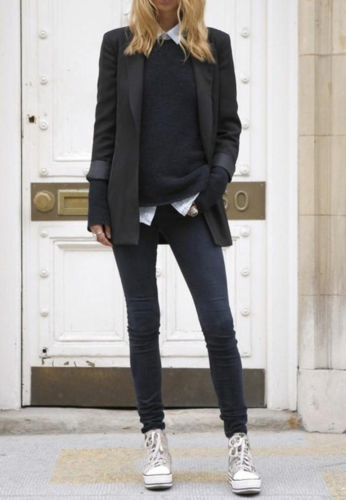 abbigliamento-casual-chic-ragazza-jeans-scuri-slim-maglione-nero-blazer-elegante-camicia-colletto