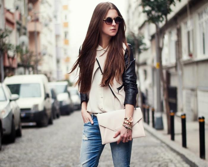 abbigliamento-casual-donna-giacca-pelle-clutch-jeans-baggy-occhiali-da-sole-modella-capelli-lunghi