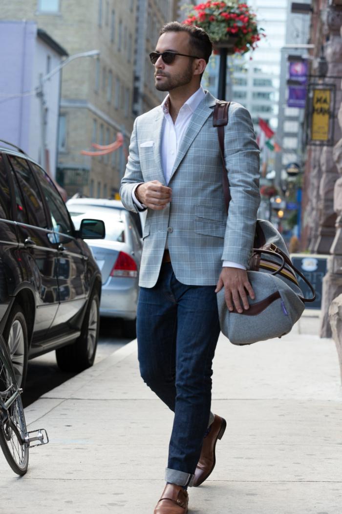 abbigliamento-casual-uomo-chic-jeans-camicia-giacca-borsone-palestra-scarpe-pelle