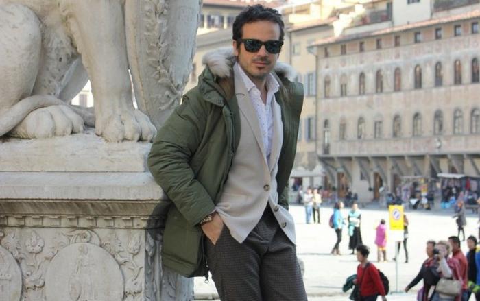 abbigliamento-casual-uomo-giacca-verde-pantaloni-camicia-cardigan-occhiali-da-sole