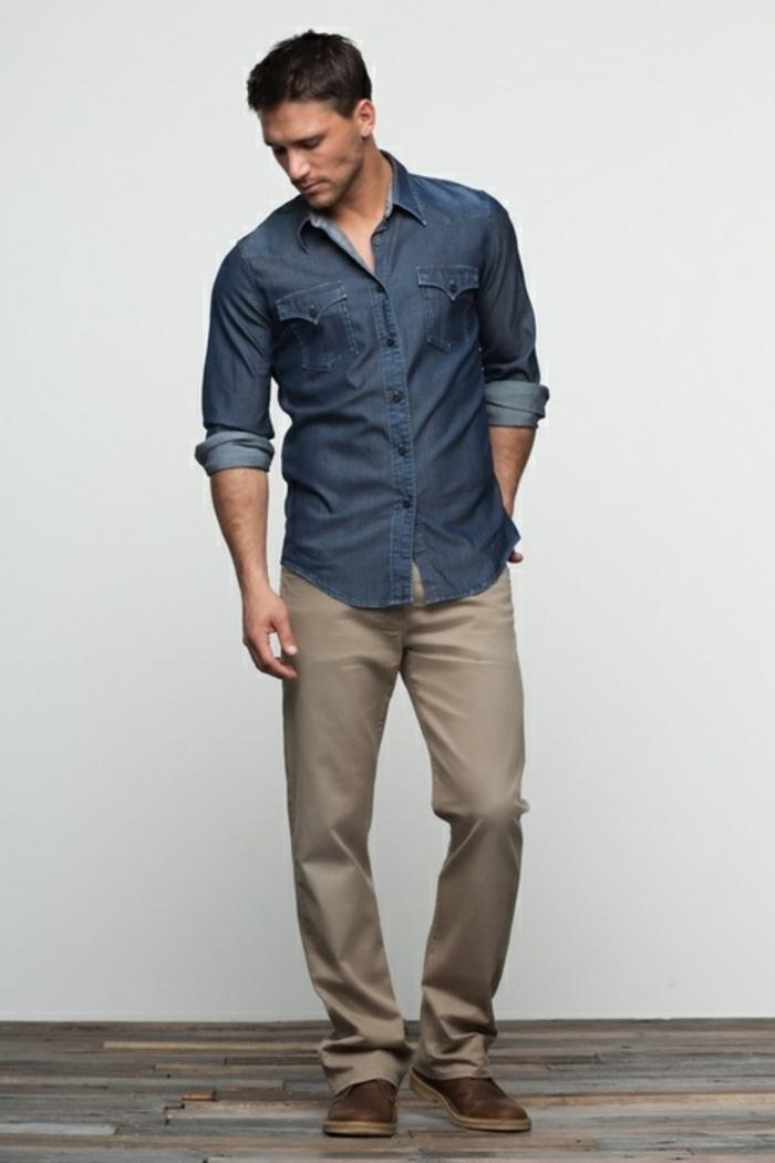 abbigliamento-casual-uomo-pantaloni-grigi-camicia-jeans-scarpe-colore-marrone