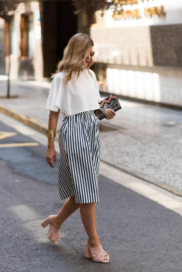 abbigliamento-donna-stile-vintage-gonna-lunga-navy-maglietta-bianca-t-shirt-scarpe-aperte