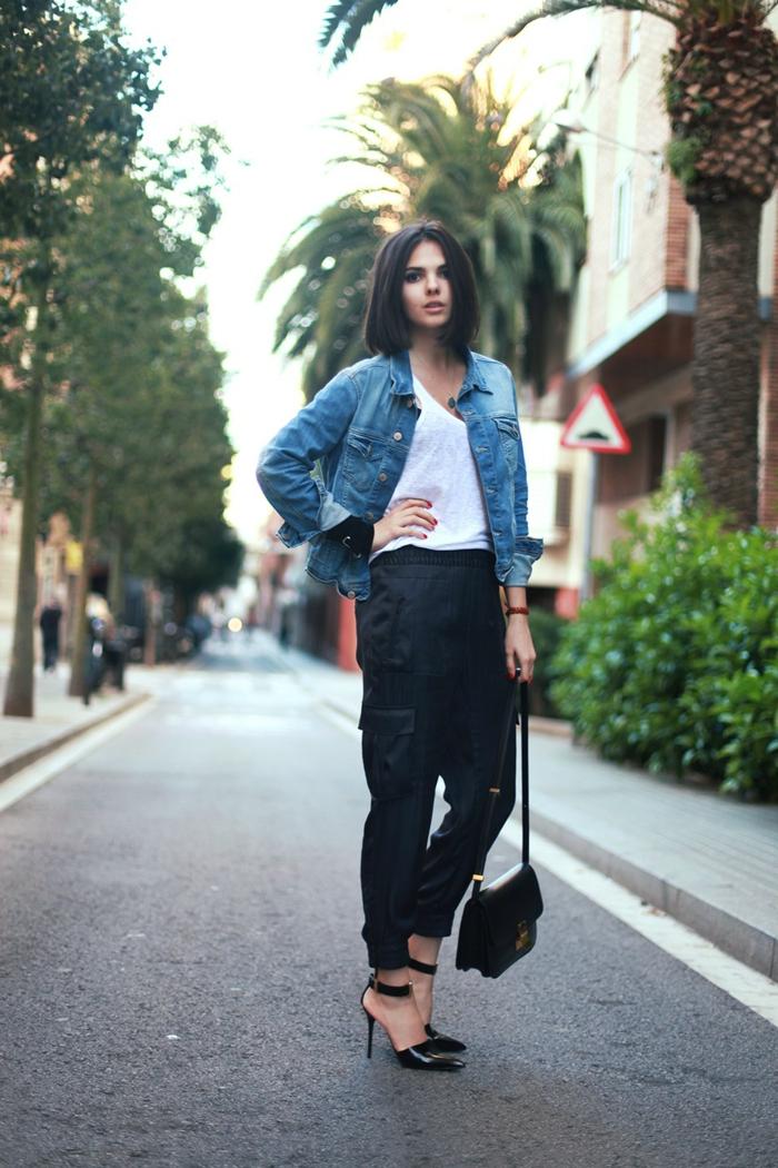 abbigliamento-informale-donna-pantalone-nero-scarpe-eleganti-maglietta-bianca-giacca-jeans-borsa-tracolla