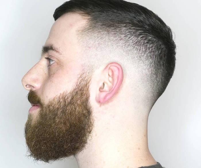 acconciature-capelli-uomo-sfumatura-molto-corta-tempia-ciuffo-corto-barba-baffi-lunghi