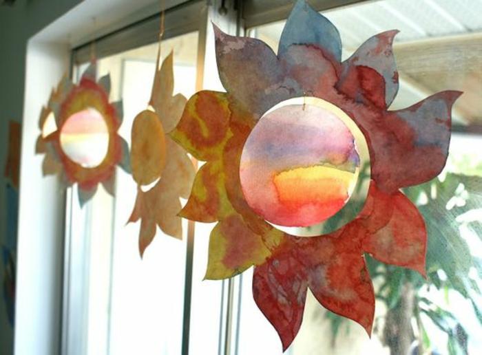 addobbi-finestre-fiori-carta-dipinti-mano-tempere-idea-creativa-bambini-bricolage