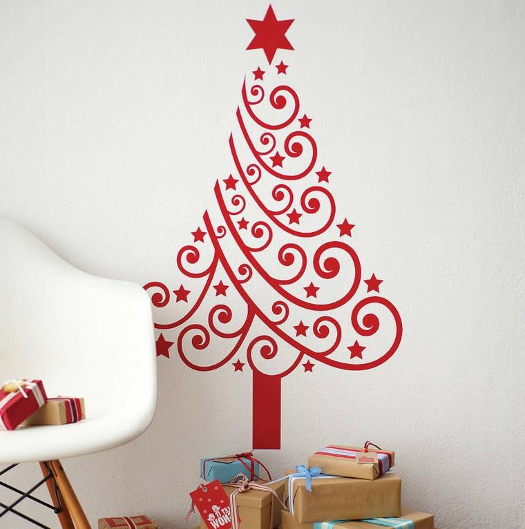 Alberi di Natale originali e un'idea con sticker murale di colore rosso e regali incartati sotto