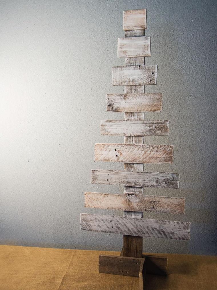 Come addobbare l'albero di Natale, idea fai da te per riutilizzare un vecchio bancale di legno
