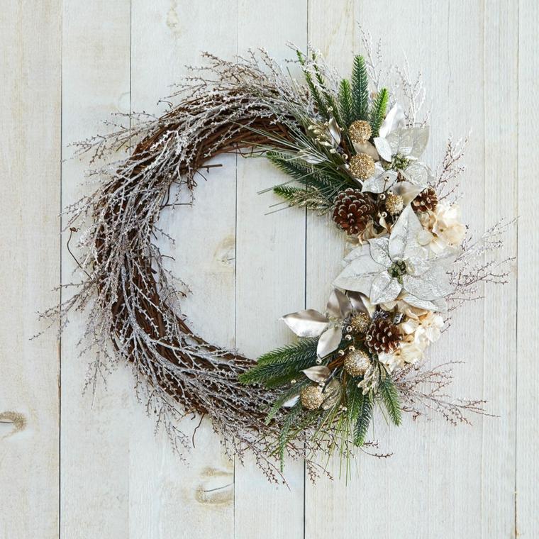 Rami decorativi natalizi di natale con rami di eucalipto - Rami decorativi natalizi ...