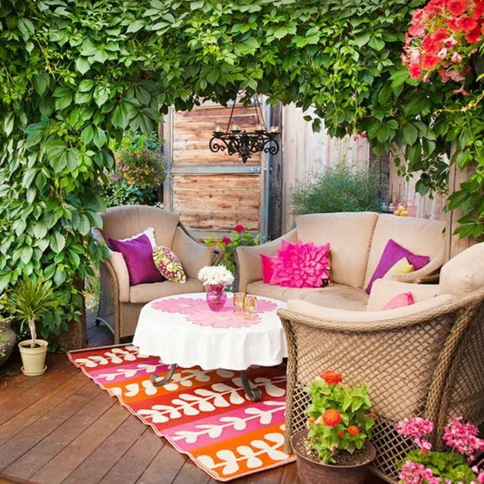 1001 idee per arredare il balcone piccolo con accenti di - Arredare terrazzo con piante ...