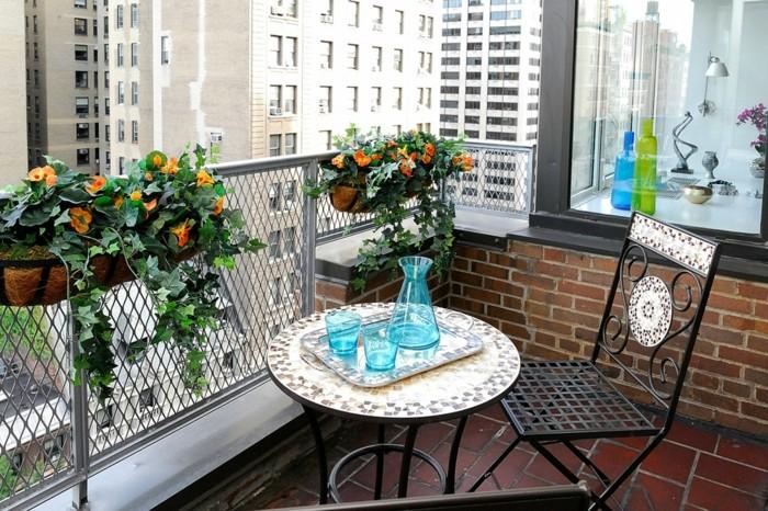 1001 idee per arredare il balcone piccolo con accenti di - Set da giardino ferro battuto ...
