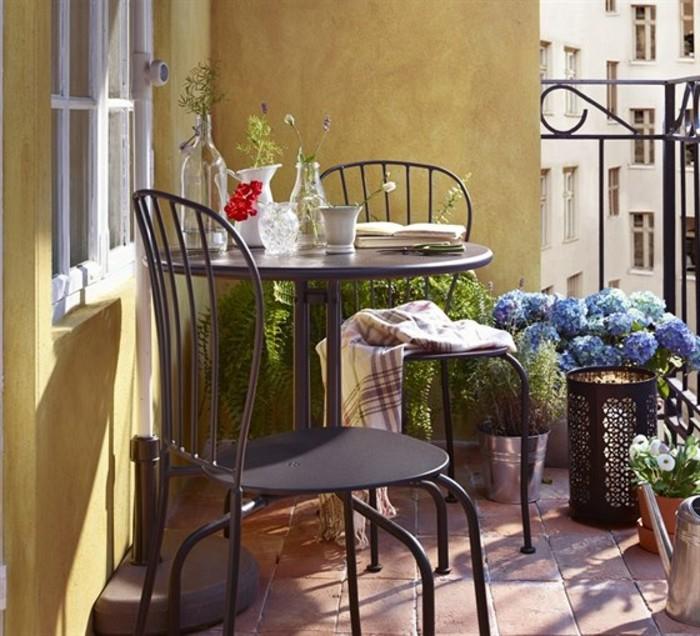 1001 idee per arredare il balcone piccolo con accenti di for Arredo ville e giardini