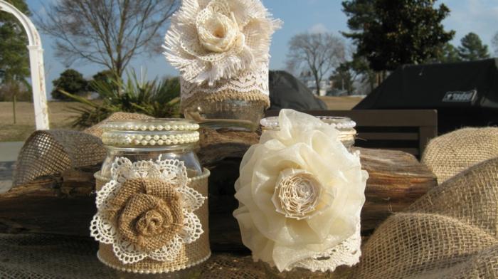 barattoli-di-vetro-proposta-riciclo-decorazioni-rose-bianche-beige-stile-shabby-chic