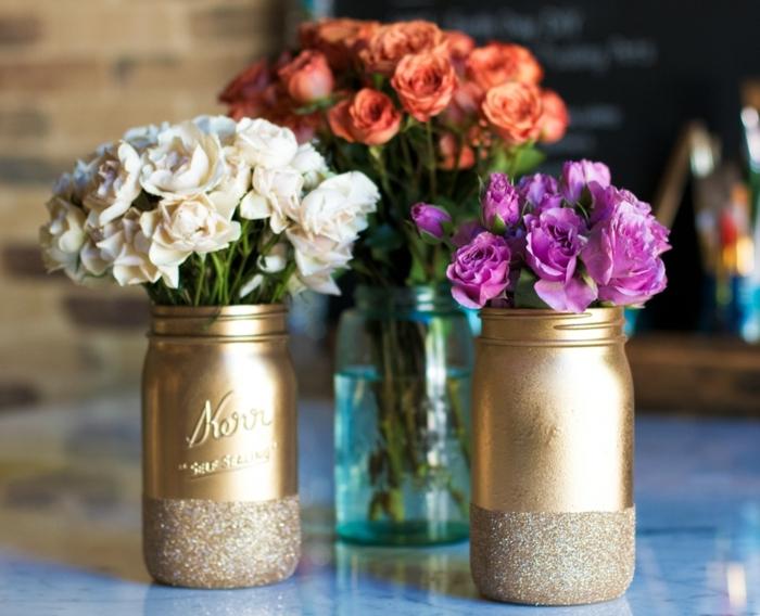 barattoli-in-vetro-idea-vasi-fiori-fai-da-te-dipinti-oro-base-glitterata