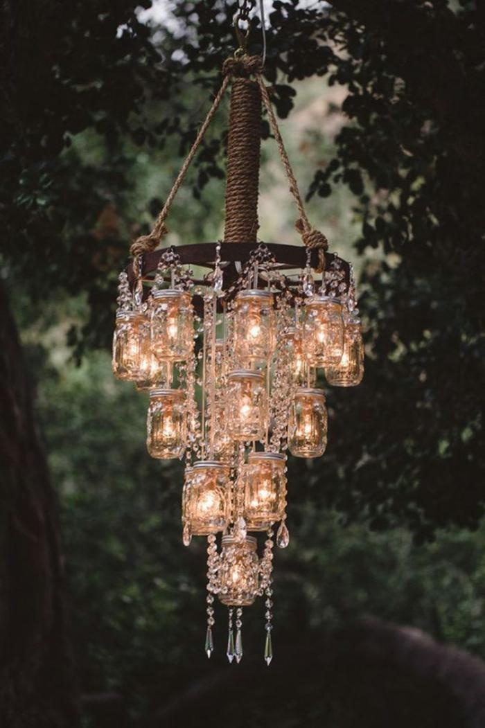 barattoli-vetro-decorati-lampadario-sospensione-fai-da-te-base-legno-corde-cristalli