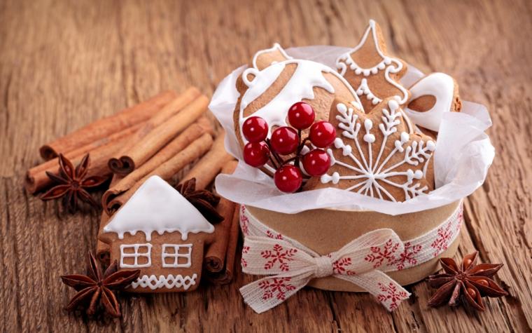 Ricetta per dei biscotti alla cannella e come decorarli con la glassa reale di colore bianco