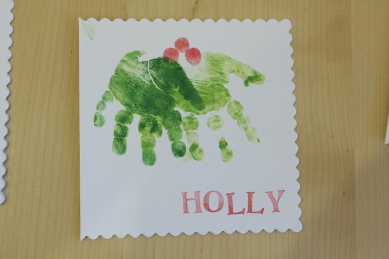 biglietti di natale da colorare, un'idea da creare con le impronte delle mani
