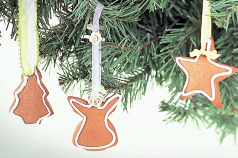 Biscotti natalizi, decorare l'albero di Natale con biscotti dalla forma di angelo, stelle e alberelli