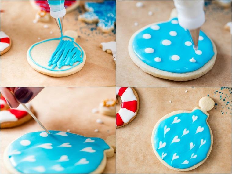 Come decorare i biscotti di Natale con la glassa reale di colore azzurro e una sac à poche