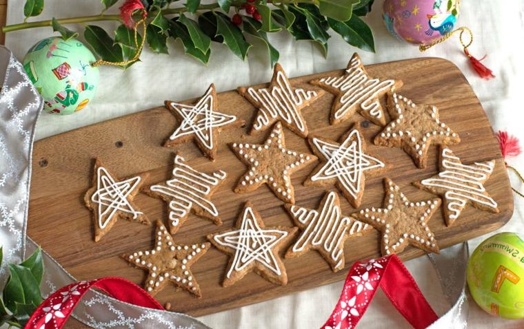 Ricetta biscotti semplici, decorazione con forma a stelle e glassa reale bianca