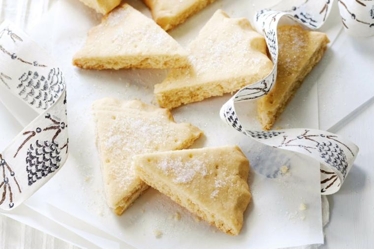 Ricetta per dolci di Natale originale, decorare con una spolverata di zucchero a velo