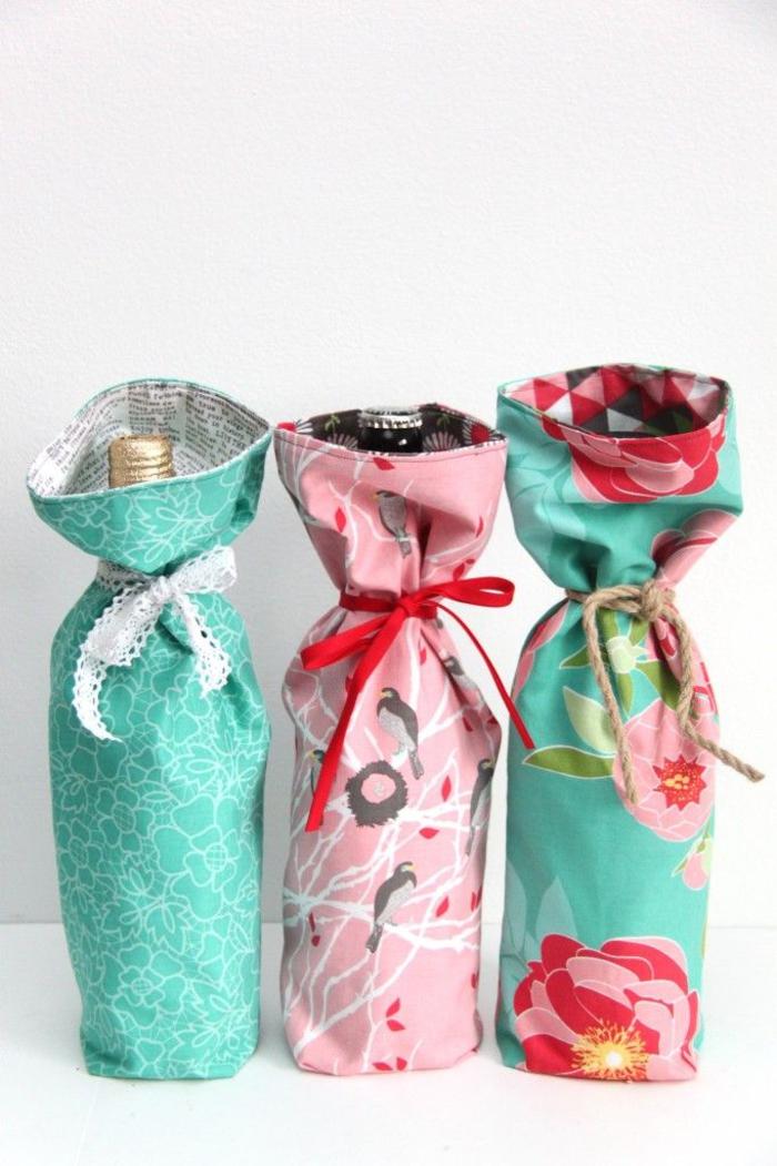bottiglie-di-vino-personalizzate-stoffa-colorata-sacchetti-fai-da-te-nastri-regalo-idea-regalo-diy