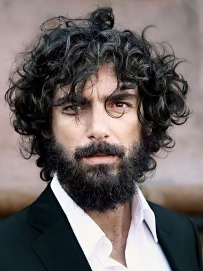 Taglio capelli medio lunghi uomo