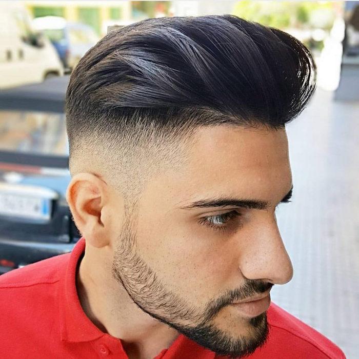 capelli-sfumati-uomo-rasatura-molto-corta-tempie-ciuffo-molto-lungo-indietro-gel-barba-zigomi-baffi