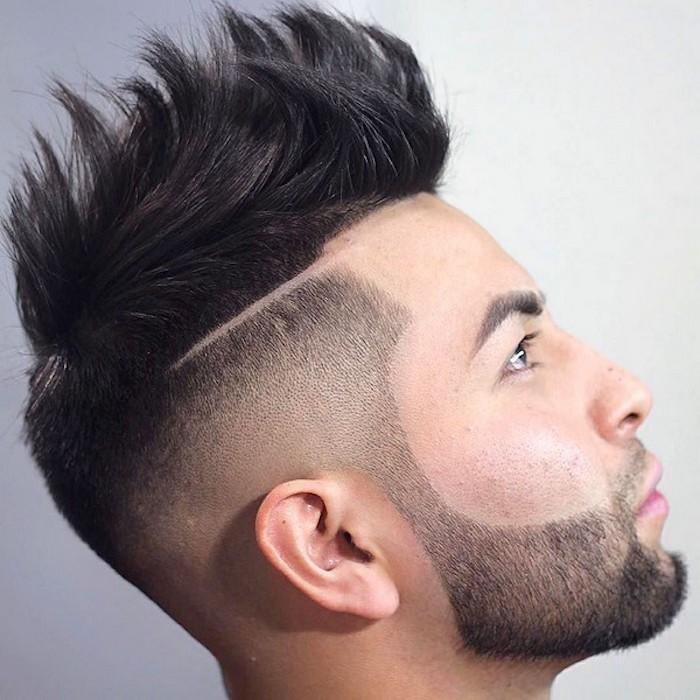 capelli-sfumati-uomo-taglio-moderno-rasatura-lati-riga-cresta-gallo-barba-fino-meta-guancia-baffi