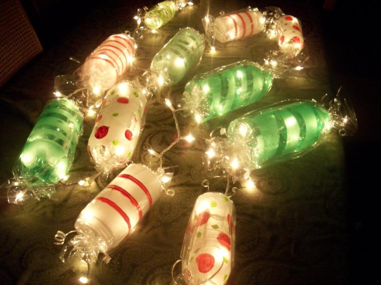 addobbi natalizi realizzate con tante caramelle colorate e luminose attaccate ad un filo luminoso