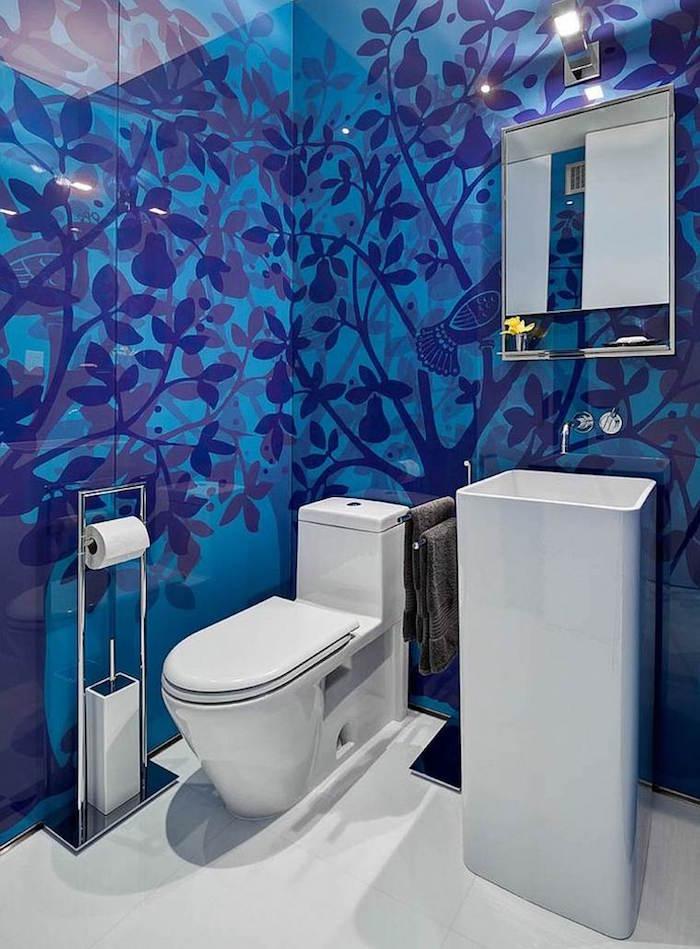 colore-bagno-tonalità-blu-oceano-mare-mobili-design-moderno-arredamento-accessori-rivestimento-pareti