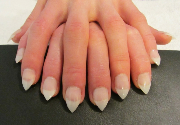 come-fare-le-unghie-punta-base-trasparente-lunghezza-corta-smalto-gel