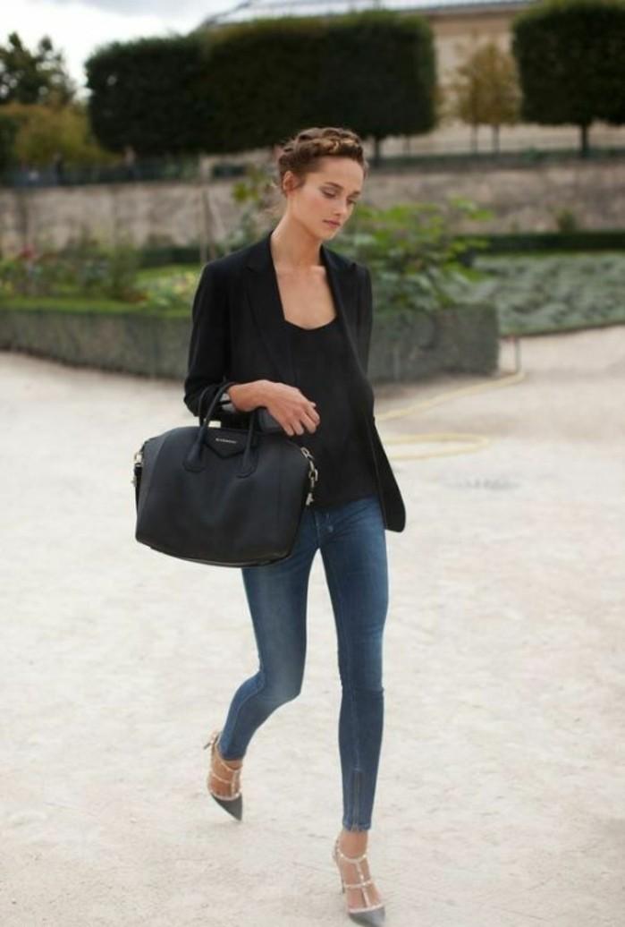 come-mi-vesto-oggi-donna-abbigliamento-casual-chic-jeans-top-blazer-nero-borsa-nera-pelle-scarpe-sandali-tacco