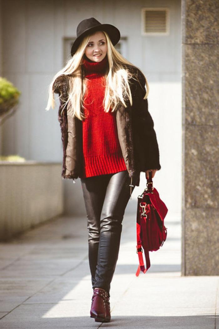 consigli-di-moda-vestiti-inverno-maglione-rosso-pantaloni-pelle-cappello-cappotto-pelliccia-borsa-rossa-abbinata
