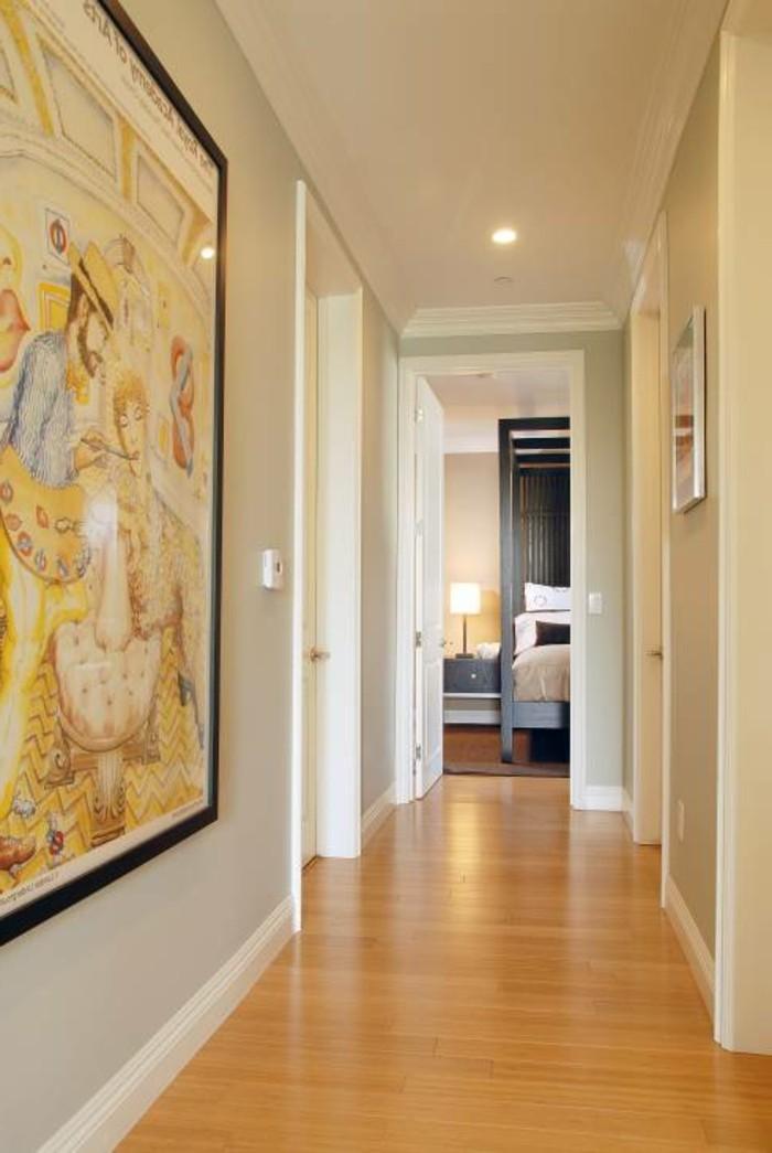 corridoio-stile-classico-pavimento-legno-chiaro-pareti-bianche-dipinto-grande-cornice-illuminazione-faretti-led-soffitto
