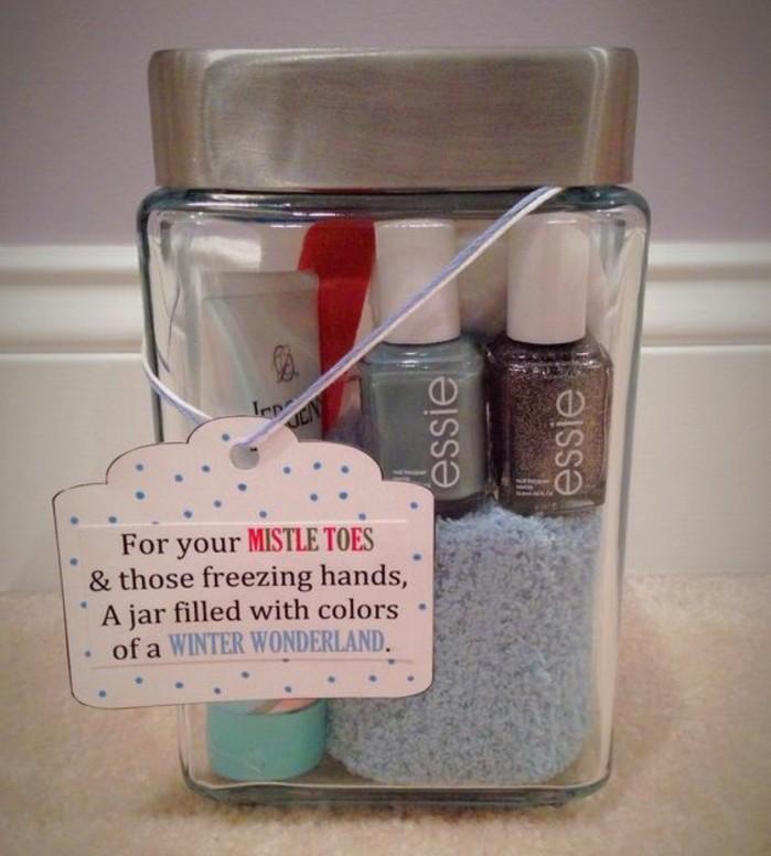 cosa-regalare-alla-migliore-amica-idea-fai-da-te-vasetto-vetro-interno-serie-prodotti-manicure