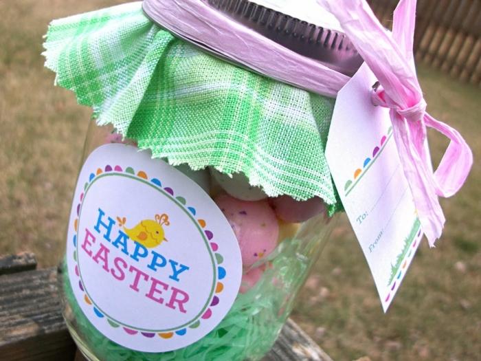 decorare-barattoli-di-vetro-idea-creativa-pasqua-interno-dolci-etichetta-stoffa-verde-tappo