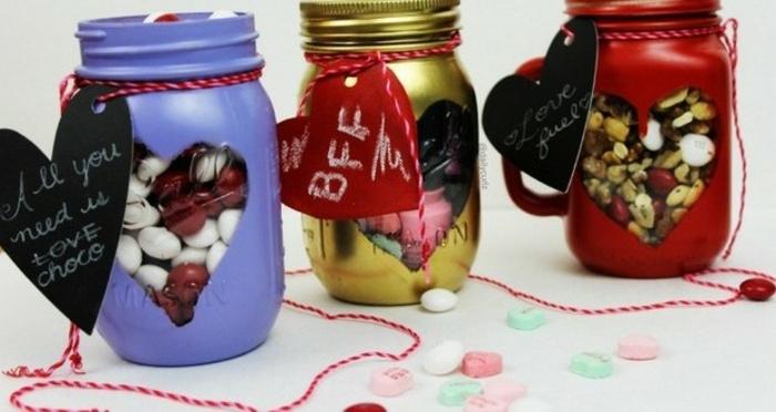 decorare-barattoli-vetro-idea-riciclo-fai-da-te-contenere-caramelle-colorati-rosso-giallo-azzurro-cuore